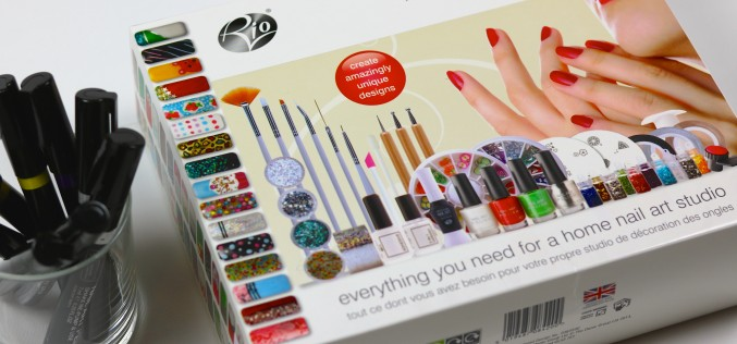 Ultimate Professional Nail Art Collection et Nail Art Pen chez Vedia
